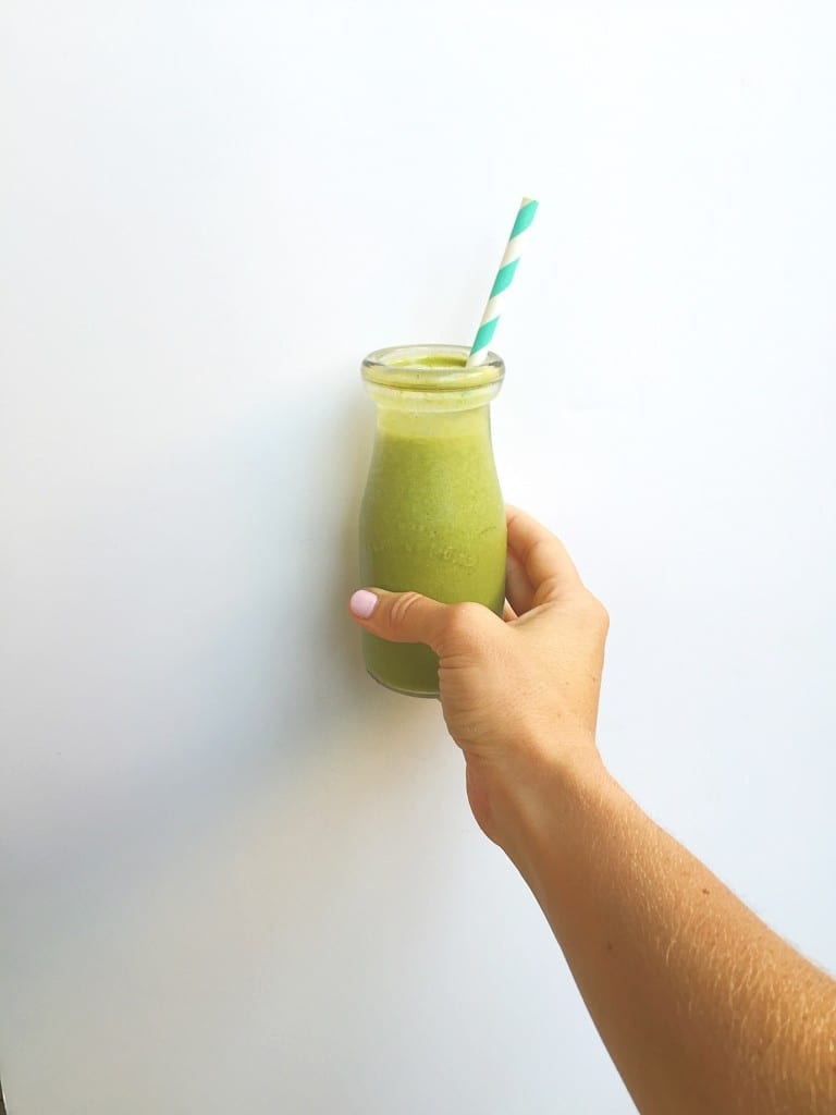 banana bread green smoothie --- www.nourishmovelove.com