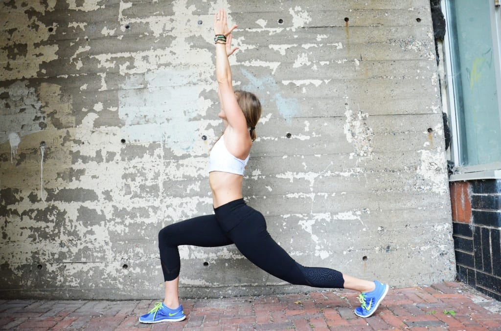 5 minute holiday hustle total body workout tricep push up to crescent lunge