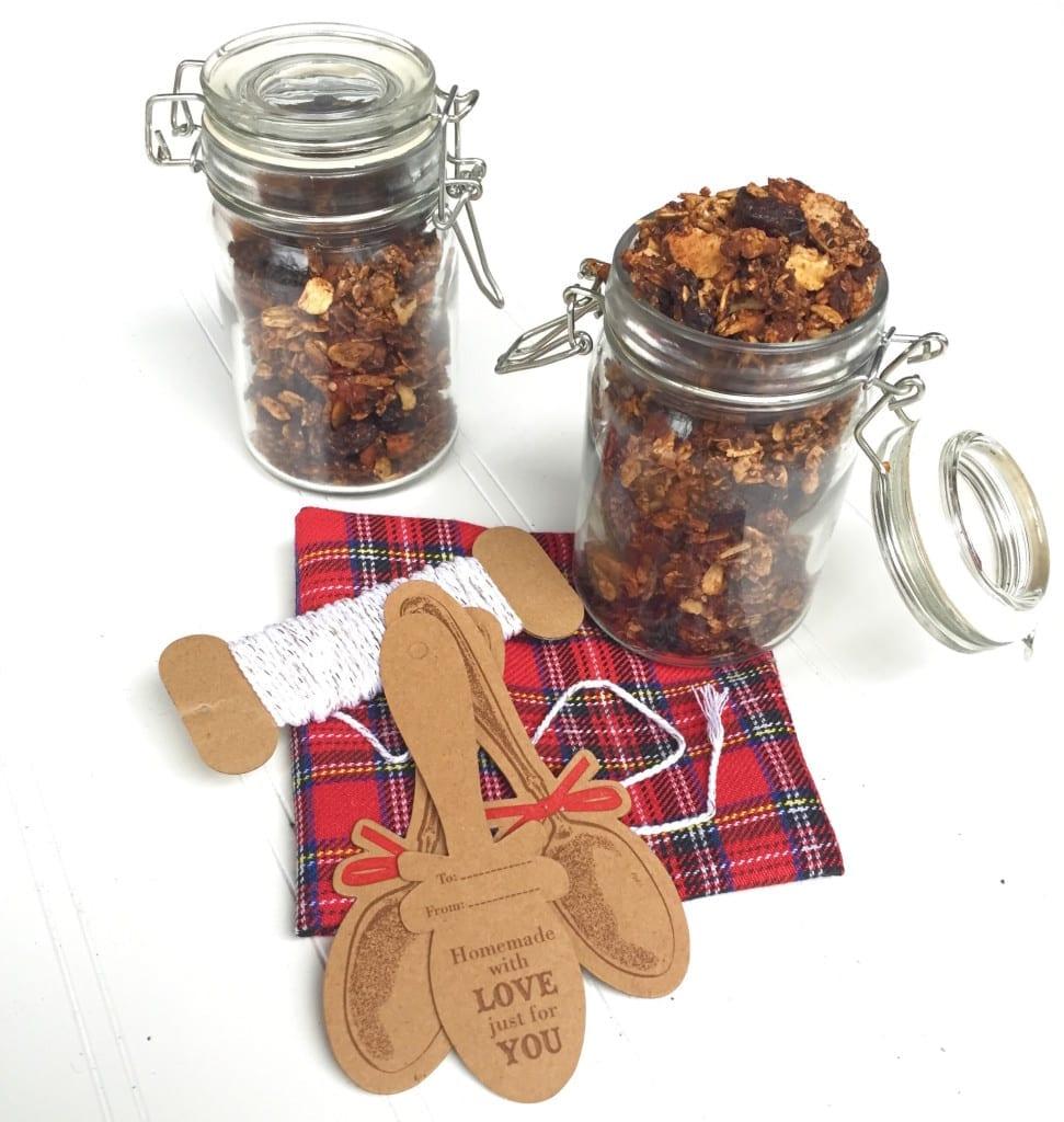 coffee granola recipe, the DIY holiday gift everyone will love - www.nourishmovelove.com