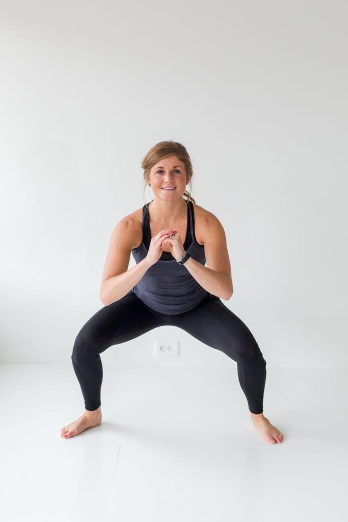 12 Squat Variations + Lower Body AMRAP Workout -- www.nourishmovelove.com