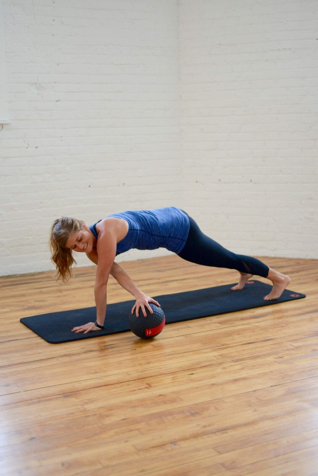 390 reps, abs of steel medicine ball workout | Incorporate this 390 rep medicine ball ab routine into your cardio and strength training to sculpt a tighter torso and flatter abs. | www.nourishmovelove.com