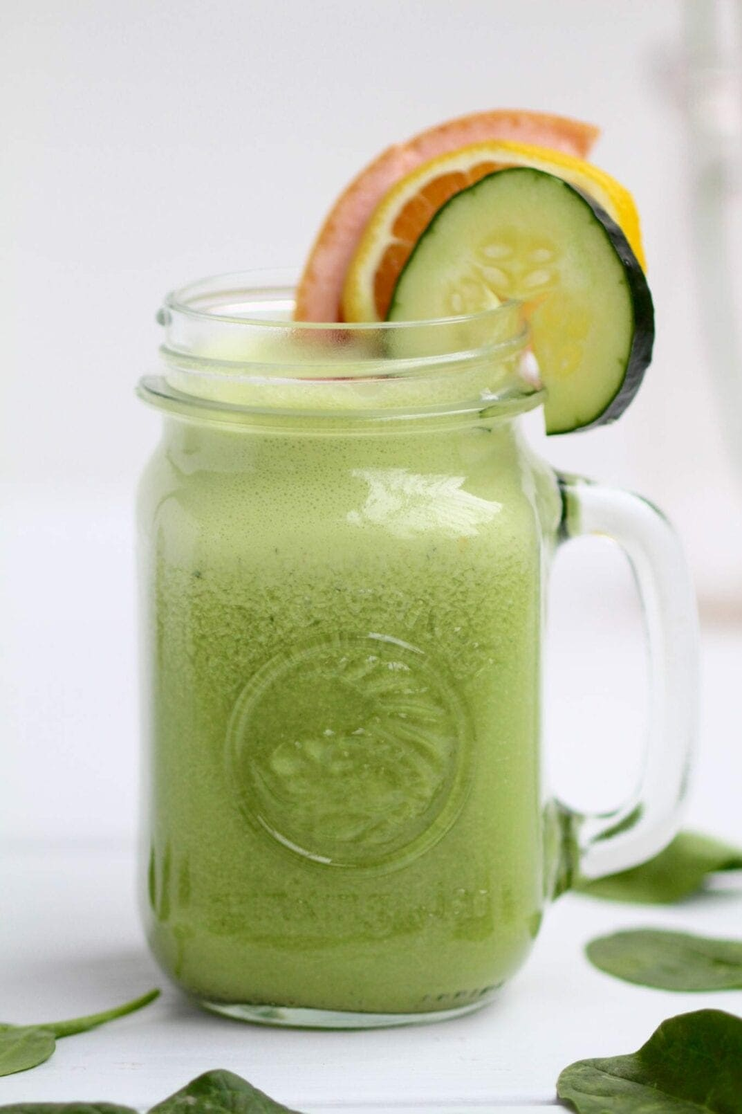 grapefruit ginger citrus green smoothie {low sugar + vegan} | refreshing, 6-ingredient grapefruit ginger citrus green smoothie that's packed with flavor, low on sugar and vegan! | www.nourishmovelove.com