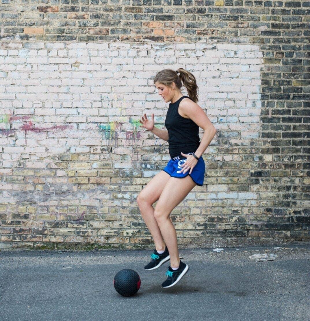 medicine ball hiit circuit workout nourish move lovemedicine ball hiit circuit {30 minute total body workout}