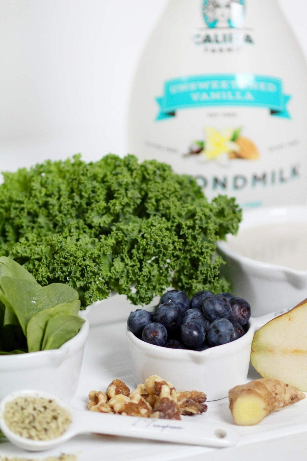 blueberry + hemp green smoothie ingredients