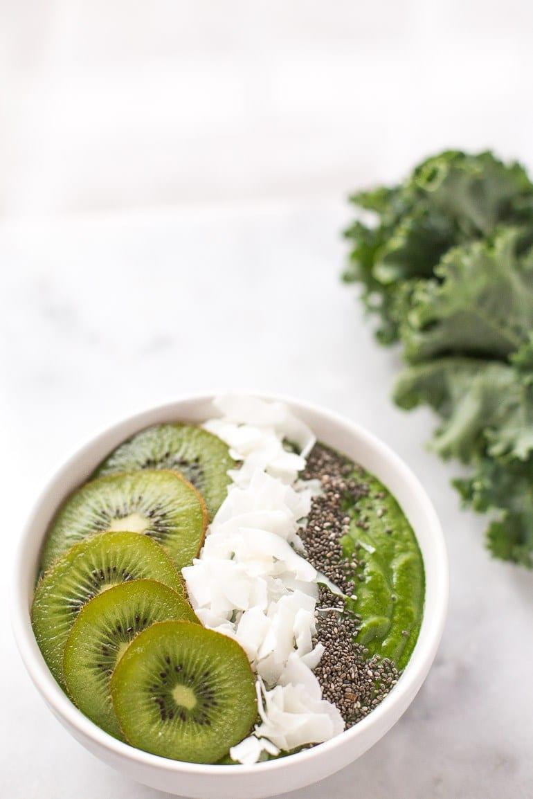 Low Sugar Green Smoothie Bowl | 15 Low Sugar Smoothie recipes | www.nourishmovelove.com