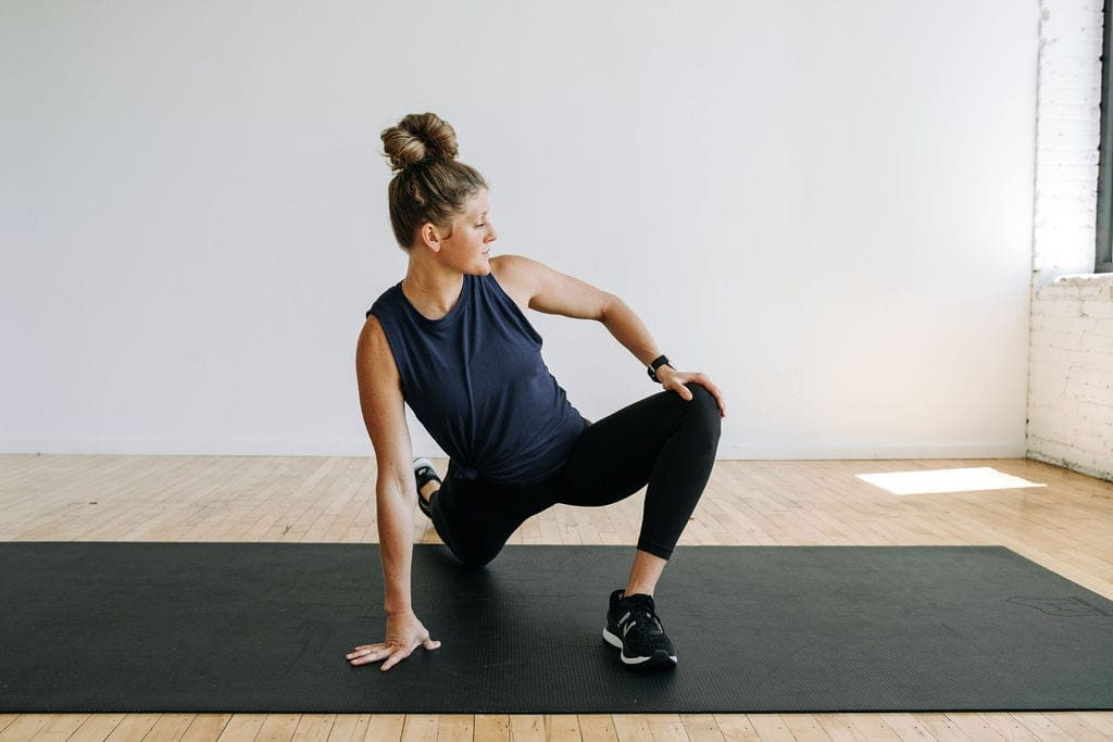 runner lunge stretch for tight hips