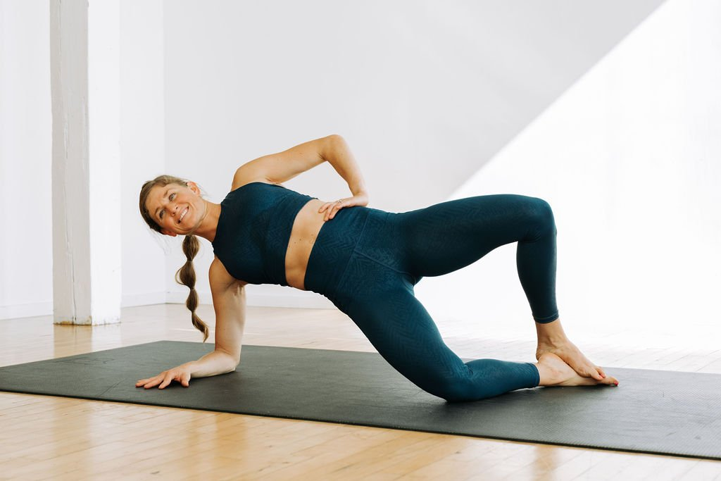 Clamshell exercise to strengthen glutes and hips for women