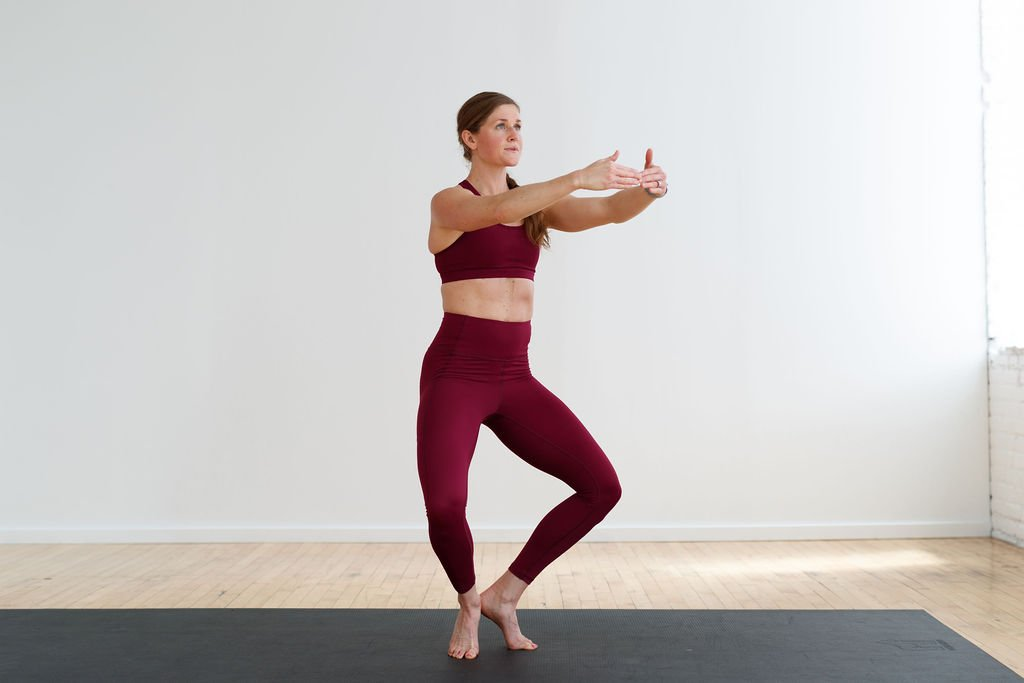 first position releve barre workout